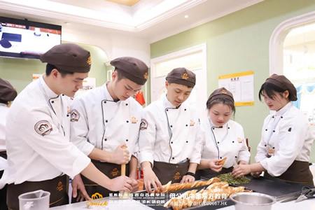 郑州欧米奇烘焙甜点学员阶段考核作品展7月18日震撼开启,诚邀您来校